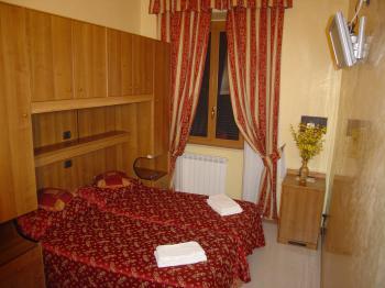 HOTEL MARI 1 - Pensione vicino alla stazione ROMA