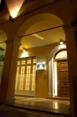 PALAZZO TREVI CHARMING HOUSE - soggiorno in camera o appar.ti BOLOGNA